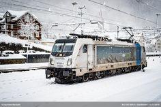 https://flic.kr/p/Pe54TW | BLS 187 005-4 | 187 005-4 hat im dichten Schneetreiben Göschenen erreicht. Die Lok ist als Lokzug unterwegs, wahrscheinlich von Erstfeld nach Bellinzona. ----- 187 005-4 at Göschenen. The loco is probably on the track from Erstfeld to Bellinzona. Göschenen, 11. November 2016