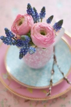 The French Tangerine: ~ teacups on the table
