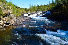 Revselva fosser nedover bergene i skogen     http://www.tursiden.no/revselva-fosser-nedover-bergene-i-skogen/