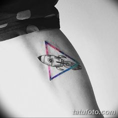 The Minimalist Tattoos of Vitaly Kazantsev - Rocket ship tattoo by Vitaly Kazantsev. Dna Tattoo, Alien Tattoo, Body Art Tattoos, Sleeve Tattoos, Astronaut Tattoo, Modern Tattoos, Subtle Tattoos, Mini Tattoos, Rocket Ship Tattoo