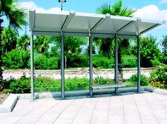 Die Wartehalle YCARO ist eine Aluminium-Konstruktion mit Stützen und Querstreben in elyptischer Form. Die Stützen und Dachstreben gibt es mit Edelstahl-Eckverbindern. Sie ist eine einseitige Wartehalle und hat zusätzlich eine Spannvorrichtung aus Edelstahl. Die Stützen und Dachstreben sind in den Standardfarben, gemäß Tabelle, pulverbeschichtet.
