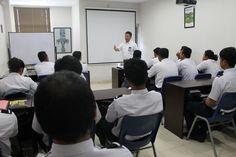 briefing dari Pak Donny untuk siswa-siswi FOO Merapi (batch 63 Jogja)  -Merpati Training Centre Jogja- Sekolah Pramugari, Pilot, FOO, dan Airlines Staff