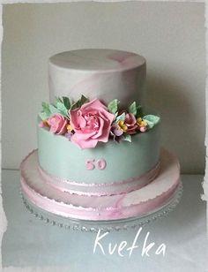 Narodeninová torta v jemných pastelových farbách. Autor: Cake by Kvetka. Tortyodmamy.sk