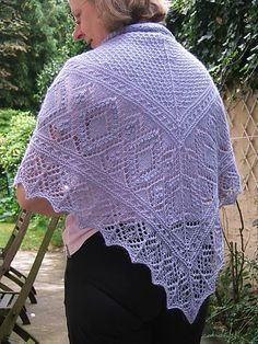Ravelry: Miraldas Triangular Shawl pattern by Nancy Bush Shawl Patterns, Knitting Patterns, Knitting Ideas, Knit Or Crochet, Lace Knitting, Knitted Shawls, Crochet Scarves, Ravelry Free, Tejidos