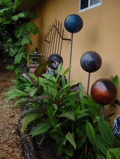 Bowling Balls Needed Image Source All you will need is a few colorful bowling balls and sticks. This bowling ball garden sculpture is absolute imagination! Recycled Garden Art, Garden Crafts, Diy Garden Decor, Garden Projects, Art Projects, Garden Tips, Project Ideas, Garden Ideas, Bowling Ball Garden
