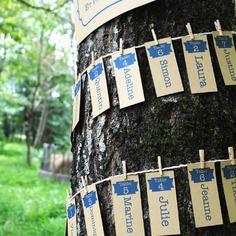 Plan de tables personnalisable pour mariage original à enrouler autour d'un arbre