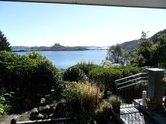 House in Okawa Bay, New Zealand. Overlooking fabulous Lake Rotoiti (15 minutes from Rotorua 10 minutes from airport). Close to kayaking,  rafting, restaurants, walks, trout fishing, mountain bike trails, hot pools, Okere Falls store. Garden has native birds and lake access. Newly...