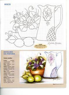 Jarro e vaso de flores