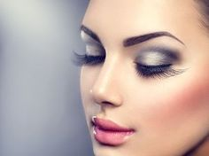 Beautiful Fashion Luxury Makeup, long eyelashes, perfect skin facial make-up. Beauty Brunette model woman holiday make up close up. Best Face Makeup, Eye Makeup, Beauty Makeup, Hair Beauty, Longer Eyelashes, Fake Eyelashes, Eyelashes Makeup, False Lashes, Makeup Trends