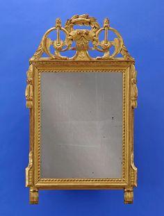 Duesseldorfer Auktionshaus  Spiegel im Louis XVI-Stil Durchbrochen geschnitzt und vergoldet. H 92 cm, B 55 cm