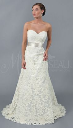 Sweetheart neckline and lace