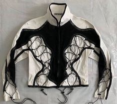 """ٰ on Twitter: """"issey miyake… """" Cool Outfits, Fashion Outfits, Fashion Details, Fashion Design, High Fashion, Womens Fashion, Issey Miyake, Look Cool, Aesthetic Clothes"""