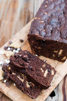 Looking for Fast & Easy Bread Recipes, Breakfast Recipes, Dessert Recipes! Recipechart has over free recipes for you to browse. Find more recipes like S'mores Banana Bread. Easy Delicious Recipes, Delicious Desserts, Tasty, Just Desserts, Dessert Recipes, Smoothie, Chocolate Banana Bread, Dessert Bread, Banana Bread Recipes