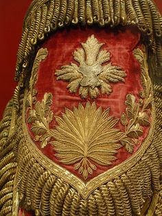 Gold embroidered epaulette- French officer's uniform (by Monceau) Crazy Quilting, Textiles, Lesage, Passementerie, Gold Embroidery, Zardozi Embroidery, Gold Work, Looks Vintage, Red Gold