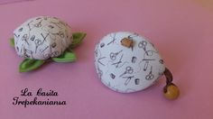"""Acerico y guarda dedal de la colección """"Make Do and Mend By"""" de la firma Benartex, lo puedes encontrar en https://www.facebook.com/pages/La-Casita-Trepekaniansa/204914972887655?ref=tn_tnmn"""