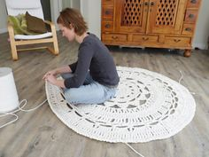 Giant Doily Rug--OK I love this.  I think I could use just about any easy doily......