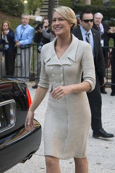 Cult TV show House of Cards is back – and with it a cold, calculated and meticulous Claire Underwood. Claire Underwood Style, Tv Show House, Black Christian Louboutin, Robin Wright, Power Dressing, Sienna Miller, House Of Cards, Stylish Tops, Business Dresses