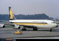 Singapore Airlines Boeing 707-327C