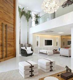 WEBSTA @ almocodesexta - A casa com pé-direito duplo logo na entrada ganha ares de palácio. Via @designdecor,  projeto Cláudia Pimenta e Patrícia Franco {💜}