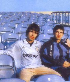 mad fer it Liam Gallagher Noel Gallagher, Football Music, Liam And Noel, Oasis Band, Aesthetic Japan, British Rock, Britpop, Wonderwall, Musica