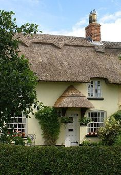 England Travel Inspiration - English Country Cottage..