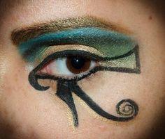 egiptian eyeline, cleopatra eye makeup at www.silviaquirosblog.com