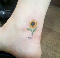 I love this sunflower tattoo!