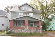 Grand Rapids Real Estate. This Historic 3Bd, 2Ba Fairmount Square Home W/ Original Carriage House W/ Loft Above Boasts Of Natural Woodwork, Oak Flooring, Crown Molding, Tall Ceilings, Beamed Ceiling In Formal Dining Room & Bay Windows, & Loads Of Character Is A Must See! The Main Level Features An Inviting Foyer, Living Room, Formal Dining, Kitchen W/The Original Oak And Pine Butler'S Pantry, & Den. Upstairs Are 3 Very Large Bedrooms W/ Sleepi...