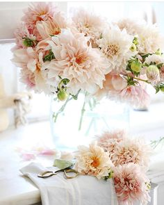 Wedding Flower Arrangements Cafe au lait dahlias I'm working ahead on a few photography projects today Beautiful Flower Arrangements, Floral Arrangements, Beautiful Flowers, Beautiful Pictures, Flowers Wallpaper, Wallpaper Art, French Country Cottage, Soft Colors, Wedding Flowers