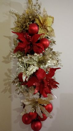 Christmas Swags, Christmas Holidays, Christmas Projects, Christmas Crafts, Christmas Flower Arrangements, Christmas Tree Inspiration, How To Make Wreaths, Xmas Decorations, Holiday Decor