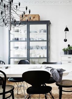 Black dining room elements