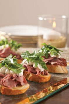 Roast Beef Crostini with Horseradish Cream and Arugula - cocktail party appetizer