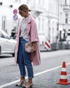 Pink oversized Coat! Chanel Slingback Pumps & chloé Drew bag Oversized Mantel, Oversized Coat, Chanel Pumps, Chanel Slingbacks, Street Chic, Street Style, Winter Looks, All About Fashion, Casual Chic