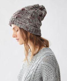 Bonnet motifs Aran - Echarpes Et Bonnets - Dernières tendances Automne Hiver 2016 en mode femme chez OYSHO online : lingerie, vêtements de sport, pyjamas, bain, maillots de bain, bodies, robe de chambre, accessoires et chaussures.