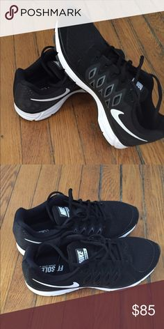 Nike Fitsole Brand new! Nike running shoes women size 9 Nike Shoes Sneakers