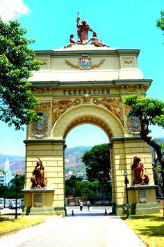 Arco de la Federación, el Calvario, Caracas de Antaño, ojalá volvieras con tu gente buena. Venezuela