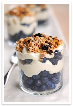 breakfast of champions - lemon Greek yogurt with berries and granola. Switch it up with plain Greek yogurt, granola, and different fruit! Quick Healthy Breakfast, Healthy Snacks, Breakfast Recipes, Dessert Recipes, Breakfast Ideas, Trifle Desserts, Chef Recipes, Healthy Nutrition, Little Lunch