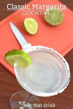 The timeless classic margarita recipe is incredibly simple, and it tastes wonderful. It's a classic because lime, tequila and orange never get old. Classic Margarita Recipe, Margarita Recipes, Cocktail Recipes, Wine Recipes, Margarita Cocktail, Cocktail Mix, Tequila Drinks, Happy Hour Drinks, Party Food And Drinks