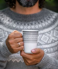 Porcelain coffeecup With Marius knittwear pattern. Stay warm and cozy!