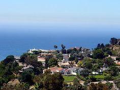 Малибу – #Соединённые_Штаты_Америки #Калифорния (#US_CA) Мы уже писали о португальском варианте дома Флинстоунов, а сейчас хотим рассказать о калифорнийском. Этот каменный дом с отличным интерьером и великолепными видами из окон находится в Малибу.  #достопримечательности #путешествия #туризм http://ru.esosedi.org/US/CA/1000050968/malibu/