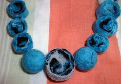 Accesorio de fieltro con vellon de lana | Aprender manualidades es ...
