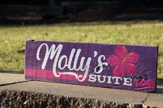 I love working with my clients to create the perfect sign design for each recipient! 💮If you have a custom sign in mind, let me know! Let's see what we can create together. Painted Wood Signs, Custom Wood Signs, Personalized Signs, Sign Design, Custom Paint, Painting On Wood, Girls Bedroom, Wood Art, Purple