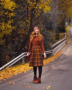 Pin by Vintage Mode on Vintage Mode in 2020 Outfits Casual, Modest Outfits, Skirt Outfits, Modest Fashion, Fall Outfits, Cute Outfits, Fashion Outfits, Fashion Tips, Fashion Shorts