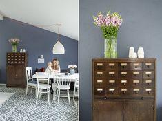 Blå stuevegg hjemme hos Silje Salomonsen, Blå Harmoni fra Jotun Decor Room, House Rooms, Wall Colors, Dining Room, Cabinet, Storage, Holiday Decor, Inspiration, Furniture