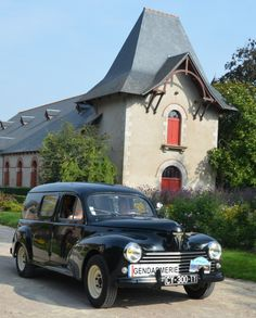 """Peugeot 203 Break """"Gendarmerie"""" Peugeot 203, Black Cars, Police Uniforms, France, Cars And Motorcycles, Delivery, Retro, American, Classic Cars"""