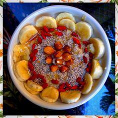 Banana Almond Oatmeal  With Chia, Honey & Goji Berries #PlantBased #Breakfast #SuperFoods