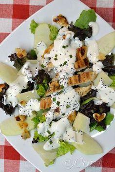 Sabor: Πράσινη σαλάτα με κοτόπουλο και σάλτσα γιαουρτιού / Salad with greens, chicken and yoghurt dressing Salad Bar, Cooking Time, Feta, Salad Recipes, Food To Make, Food Processor Recipes, Food Porn, Food And Drink, Appetizers