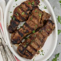 This Steak Marinade is super simple and packed with flavor, giving you a tender, juicy piece of meat everytime you're grilling steak. Delicious grilled steaks in a rich, savory marinade. Honey Lemon Chicken, Creamy Chicken, Baked Chicken, Chicken Penne, Penne Pasta, Garlic Chicken, Grilled Chicken, Steak Marinade For Grilling, How To Grill Steak