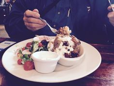 Jacket potato with chilli and sour cream