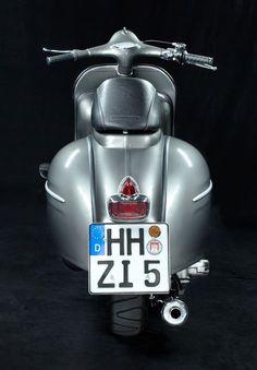 <h1>Custom Vespa GS 160</h1> <p>So sah ein fertiger Custom Scooter auf Basis einer ziemlich rostigen Vespa GS 160 bei uns anno 2007 aus ...</p>